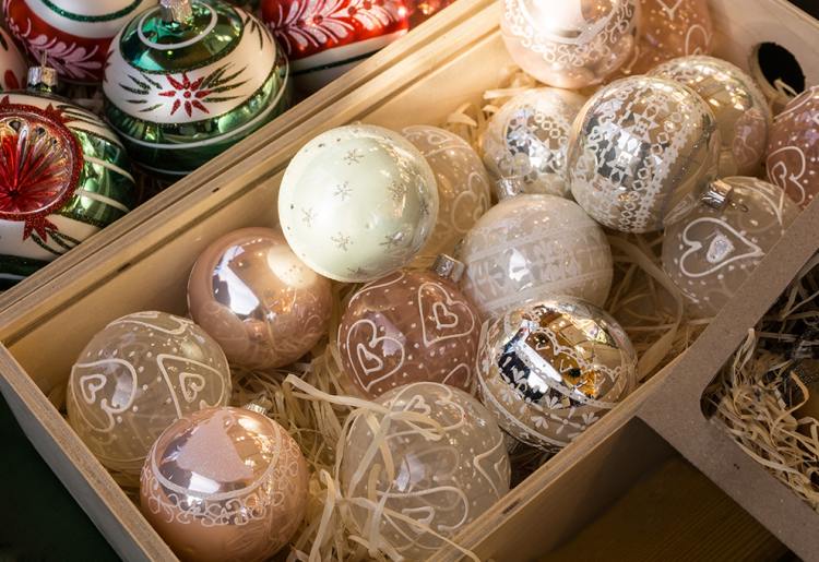 How To Pack Away Your Christmas Decorations | Eko Pearl Towers